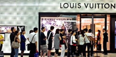 Chinese-tourists-Louis-Vuitton